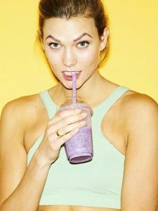 时尚超模KarlieKloss明亮运动风