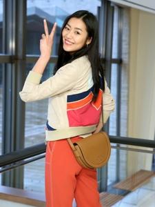 超模刘雯出席品牌秋冬大秀悠闲风采