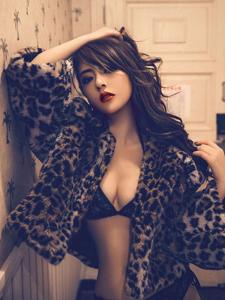 豹纹女郎性感内衣写真完美身材诱惑迷人