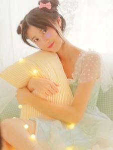 灯光美少女甜美可爱唯美清新笑容