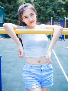 运动少女夏日凉爽写真清新可人
