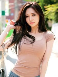 韓國牛仔褲美女極致身材街拍陽光靚麗寫真