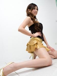 短裙美女Vanessa高跟丰满上围美腿撩人