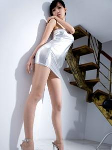 亮丽礼裙妖娆美男Sara高跟长腿前凸后翘