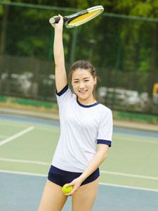 操场上偶遇性感女神网球写真