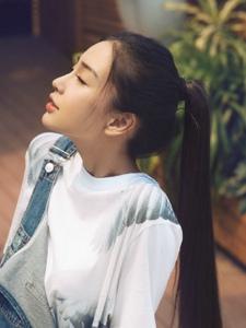 Angelababy清新马尾背带裤悠闲写真