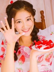 草莓甜美少女可爱清甜笑容可人