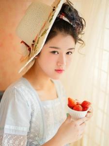 私房草莓古典妹子气质白嫩娇美