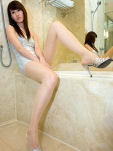 浴室内的高挑美男Joanna美臀细腿妖娆