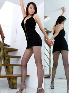 深V腿模Vanessa丰满上围黑丝网袜翘臀诱惑