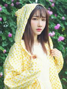 雨中花女孟小姐清纯花海温馨迷人写真