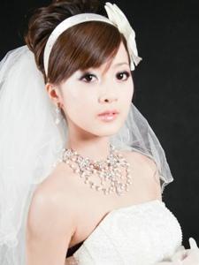 台湾清纯美女果子创意婚纱潮流风写真