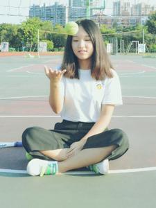 清純校園可愛少女的網球夢