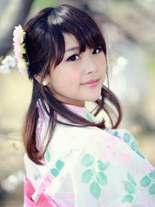 清新樱花树下白皙迷人的和服古风美女写真