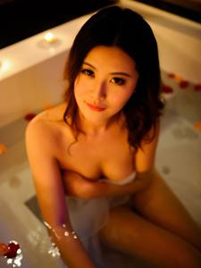 性感美人极致引诱湿身照