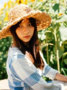 向日葵少女明丽阳光暖和温馨