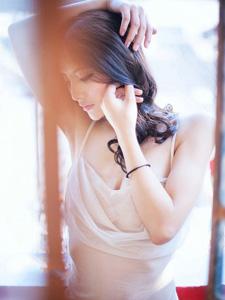炎热夏日高挑美女薄纱写真