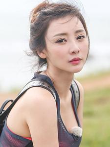 宅男女神柳岩户外健身图片