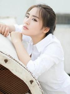 任性女神牛仔白衬衫晒台气质写真帅气逼人