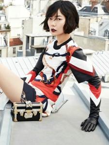 韩国女星裴斗娜演绎巴黎屋顶的高科技战士