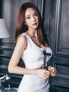 韩系美模高挑细长美胸养眼诱人