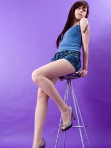 牛仔热裤美女Summer高跟长腿美丽动人