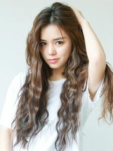 韩系卷发美女私房俏皮朝气动人有活力