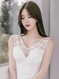 透视装美乳紧身裙美女勾勒完美身材