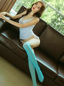 纤细身材水蛇腰细腿过膝袜美女内裤写真