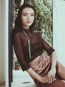 超模王路平受邀登上杂志封面诠释华美高级珠宝
