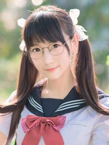 00后的清纯刘海双马尾学生妹制服甜美可爱写真