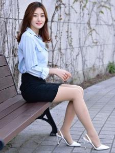 韩国知性温婉美女肉丝制服户外阳光写真