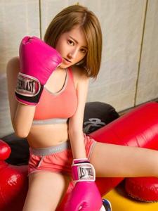 粉红拳击美女赵小白美腿健康阳光美艳写真