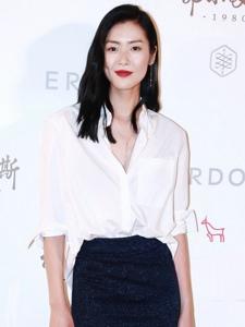刘雯走红毯实力诠释白衬衫魅力