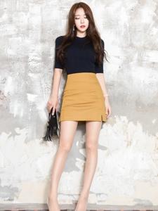 包臀裙高跟美腿模特性感嫵媚動人