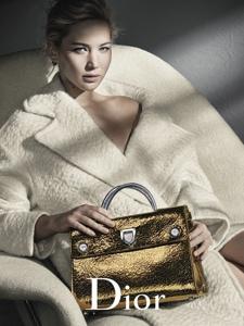 詹妮弗·劳伦斯大表姐成为Dior手袋代言人