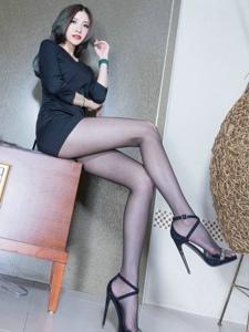 气质高挑腿模Abby高跟黑丝妩媚动人