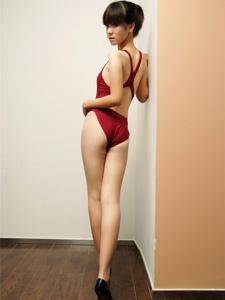 高叉裤泳衣美女高跟美腿甜蜜诱人