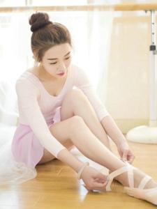 舞房內的芭蕾舞氣質美少女養眼可人