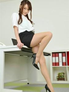 职业装美女肉丝美腿办公室性感诱惑写真