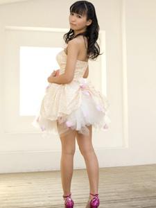 气质日系美女薄纱短裙展露挺拔诱惑的美腿