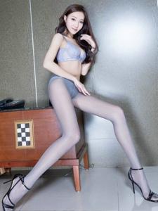 内衣腿模Tina连体丝袜修长美腿诱人写真