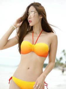 海边比基尼高挑墨镜美模性感身材写真
