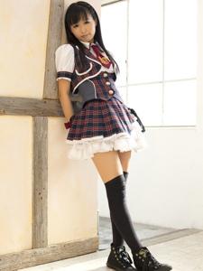 日本偶像美女高挑过膝袜美腿展现青春的活力