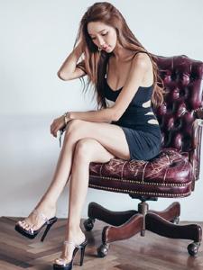 高挑纤细身材大胸美腿女神养眼动感又迷人