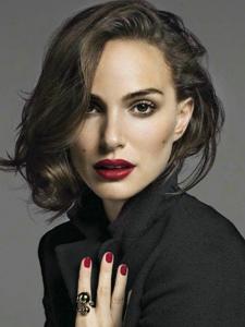 娜塔莉·波特曼登上《VanityFair》杂志意大利版最新一期封面