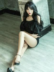 娇艳尤物美人性感白皙美腿黑色撩人诱惑写真
