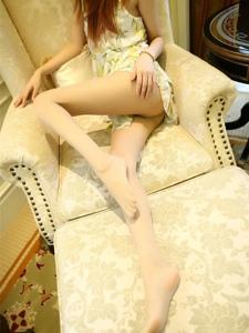 沙发上的性感妖娆美女丝袜美腿婀娜多姿