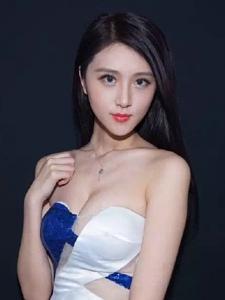 高挑个性美女美胸高颜值撩人写真