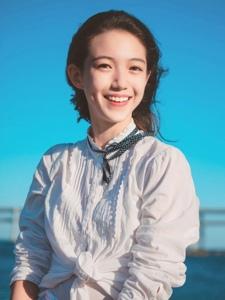 海邊元氣少女高顏值笑容甜美誘人